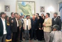 Luis Arias Manzo y poetas del mundo en audiencia con Mahmud Ahmadineyad 2007