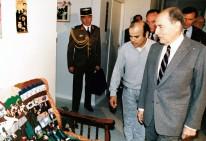 François Mitterrand visita a Luis Arias Manzo en su casa en octubre 1988